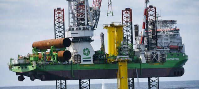 La première fondation du parc éolien en mer de Saint-Nazaire a été installée !